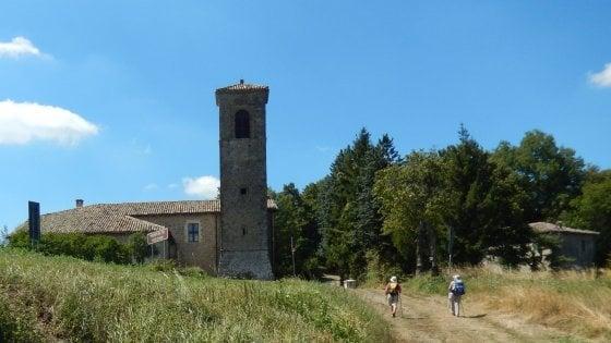 """Bologna, riparte """"Trekking col treno"""": in cammino tra borghi, appennino e memoria"""
