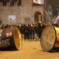 Scontri a Bologna, obblighi di firma e di dimora per una decina di attivisti