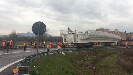 Bologna, traffico deviato su A14 e tangenziale per la posa del ponte del People Mover