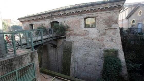 Bologna, foto blasfeme all'Arcigay: la Chiesa attacca i pm