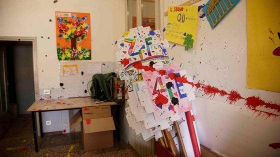 Reggio emilia tre giovanissimi devastano una scuola for Tre stelle arreda reggio emilia