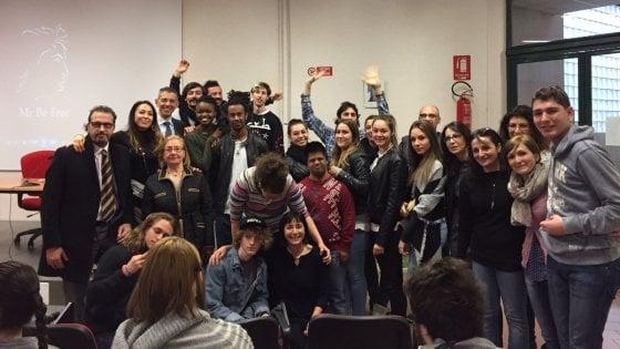 Bologna, un rap a scuola con le parole di Luca: l'amico fragile ora ha il diploma