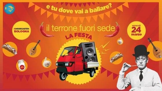 """Gli studenti """"da giù"""" ballano a Bologna: è la festa del """"terrone fuorisede"""""""