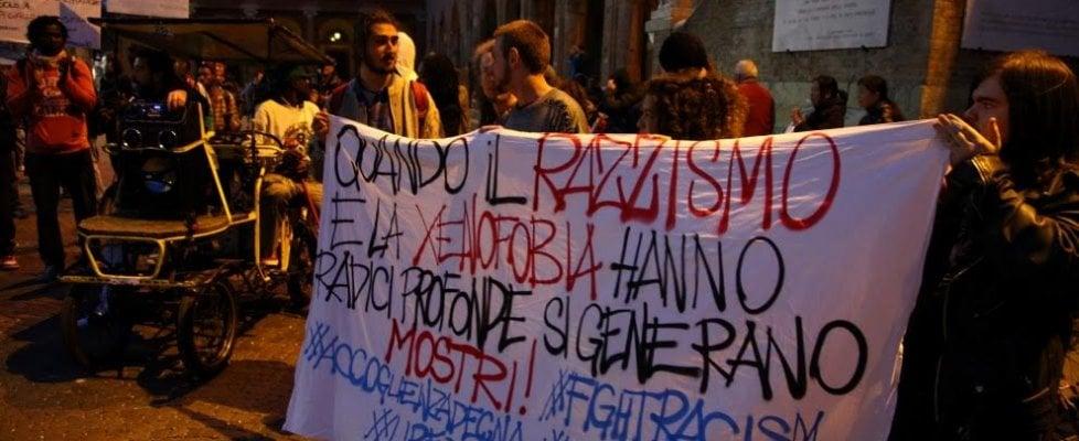 """""""L'ha massacrato fino a spaccarsi le mani"""": richiedente asilo in fin di vita, Rimini in piazza contro il razzismo"""