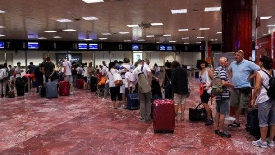 Passeggero di 68 anni morto per arresto cardiaco all'aeroporto di Bologna