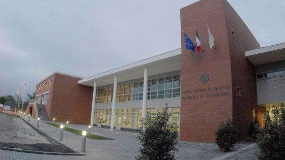Università di Bologna, 14 col doppio lavoro: un prof restituisce 214 mila euro