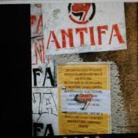 Bologna, studenti cancellano le svastiche, ira della preside:
