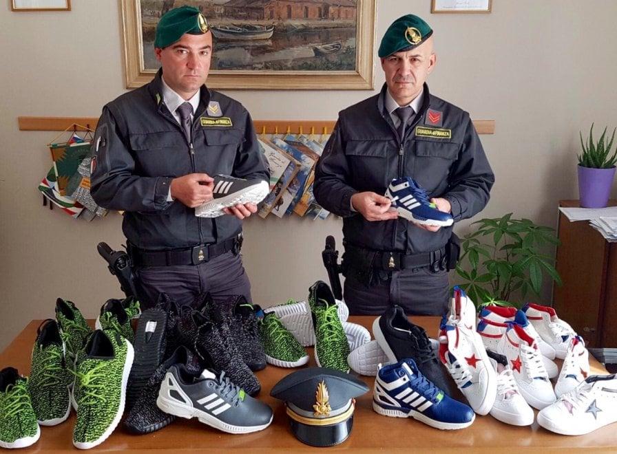 finte adidas scarpe