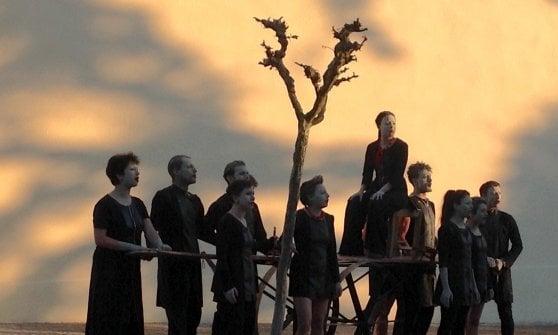"""Nei """"Giuramenti"""" del Teatro Valdoca le voci del mondo parlano al corpo dei ventenni"""