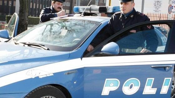Bologna, ladri al supermercato feriscono due clienti con la candeggina