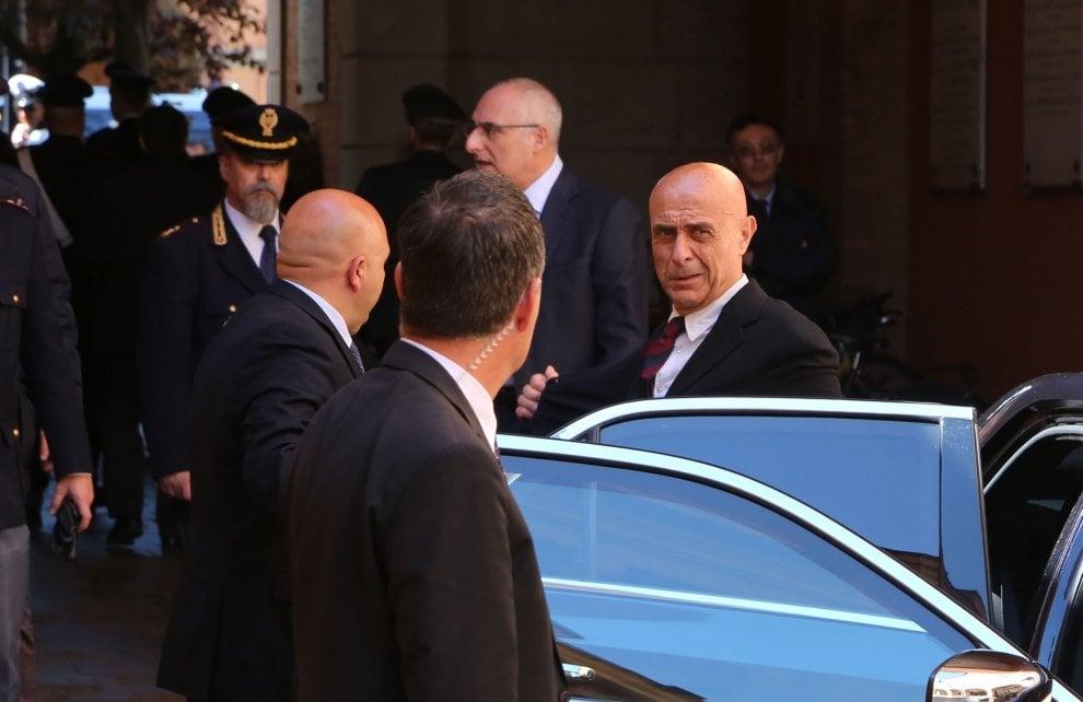 """Il ministro Minniti in visita nei luoghi della caccia senza tregua al killer """"Igor"""""""