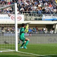 Il Bologna reagisce e lotta, ma l'Atalanta vince con Caldara 3-2