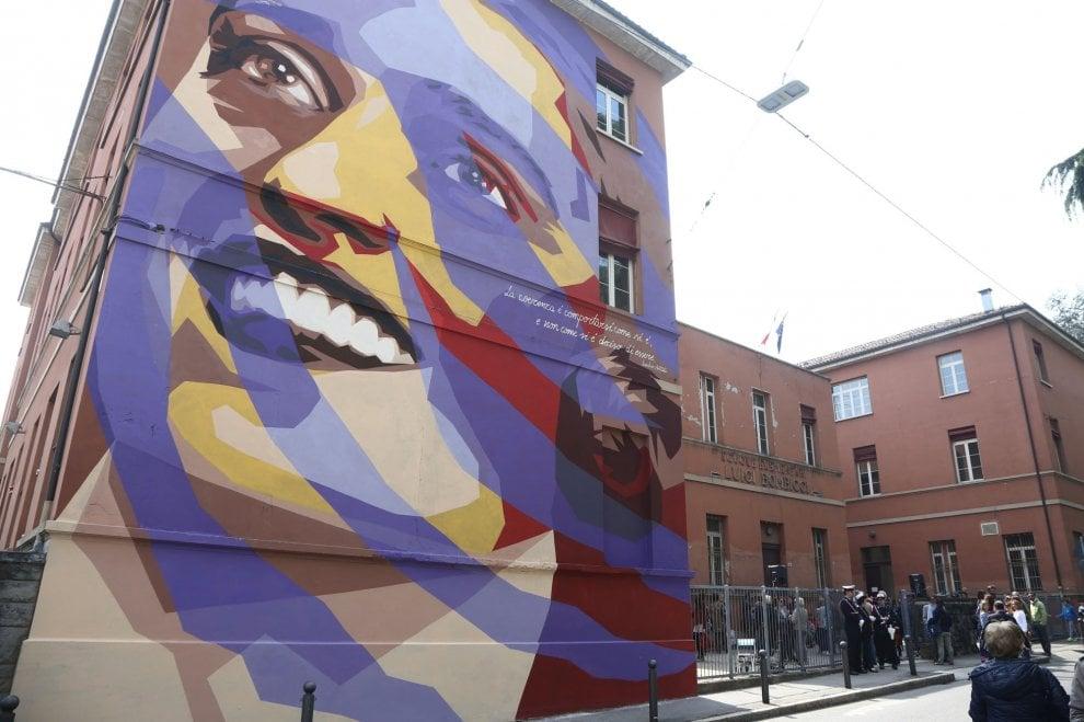 Resistenza Bologna, sul muro di scuola il volto di Irma Bandiera, partigiana torturata