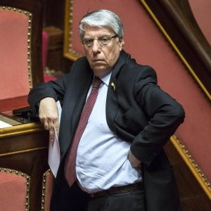 Bologna, l'accusa della Dda: Giovanardi tentò di aiutare le imprese in odore di 'ndrangheta