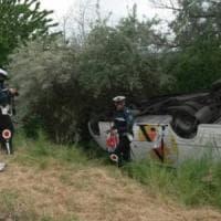 Ferrara, bus di anziani turisti si ribalta: 21 feriti, nessuno grave
