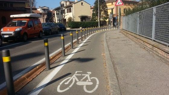 Mobilità Bologna: via 200 paletti e nuove ciclabili entro il 2018