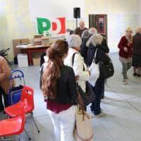 Primarie Pd, affluenza quasi dimezzata a Bologna: 30 mila elettori in meno