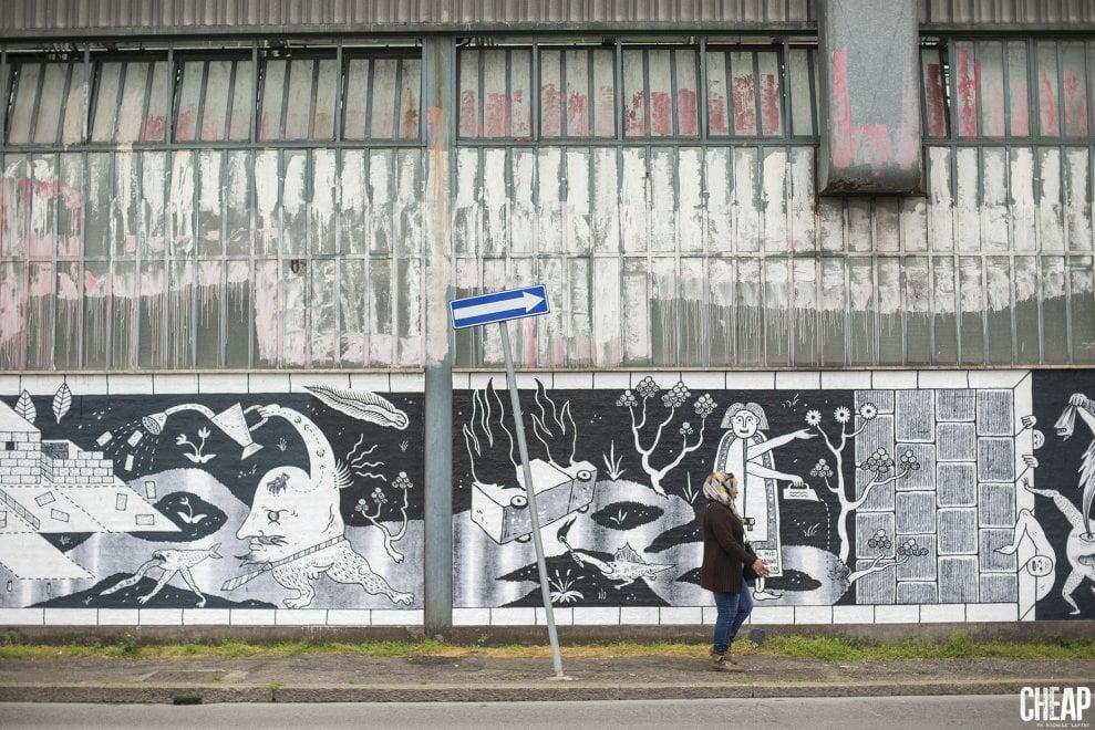 Bologna, la Bolognina raccontata con la poster art: un murale di carta di 120 metri quadrati