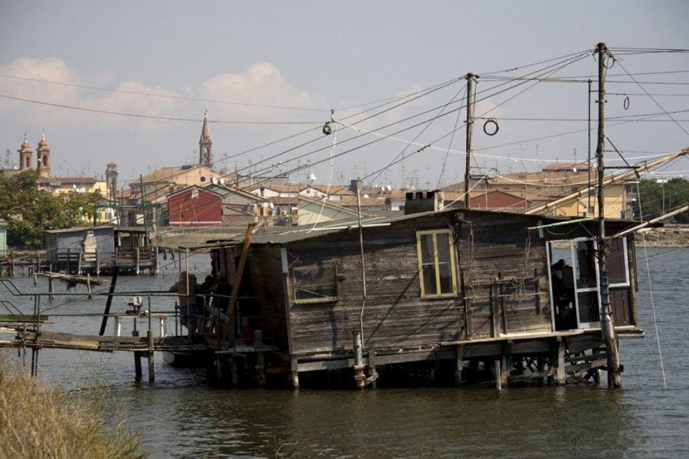 Pescatori, tramonti e orizzonti: la poesia delle valli di Comacchio
