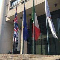 Bologna, bandiera Uk a mezz'asta nella sede della Regione