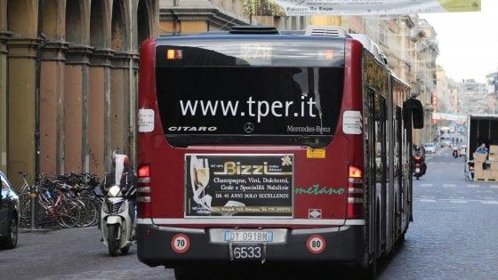 Bologna, così i rifiuti diventano carburante per far viaggiare i bus a metano
