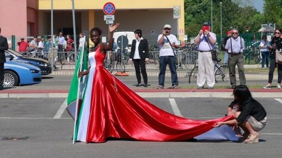 Mirandola, quella ragazza nera vestita con il tricolore