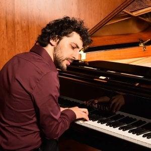 Specchiarsi in un pianoforte: Daniele Leoni