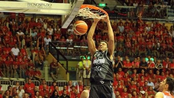 Basket, trionfo Virtus: spazza via Trieste e torna in A1