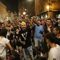 Basket, trionfo Virtus: i tifosi festeggiano in piazza