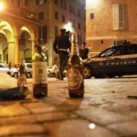 """Movida, tensione a Bologna. Venditori abusivi minacciano barista: """"Questa è zona nostra"""""""