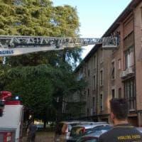 Bologna, a 90 anni rimane chiusa dentro casa. La salva l'intervento dei vicini