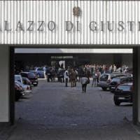 Aggredisce la ex moglie con sostanza urticante al tribunale di Reggio Emilia