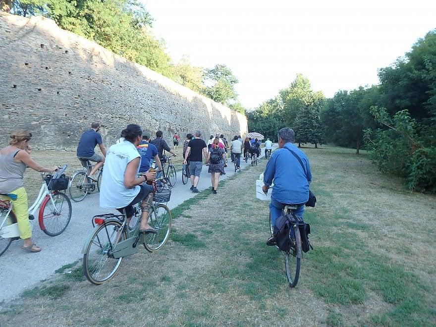 Federico Aldrovandi compirebbe 30 anni. Ferrara lo ricorda in bici
