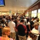 Turisti bloccati per ore all'aeroporto di Tunisi
