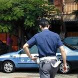 Studenti spagnoli ubriachi danneggiano auto in sosta condannati a sei mesi