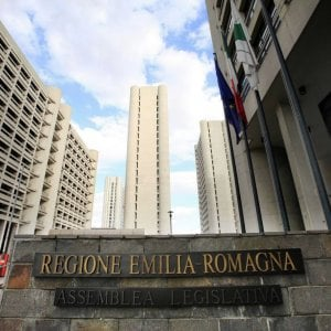 """""""Niente referendum, costerebbe 25 milioni"""": il Pd stoppa il M5s sull'autonomia dell'Emilia-Romagna"""