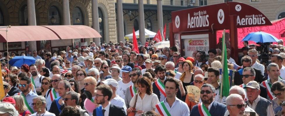 Due agosto, la protesta dei familiari delle vittime: fuori dall'aula appena parla il ministro Galletti