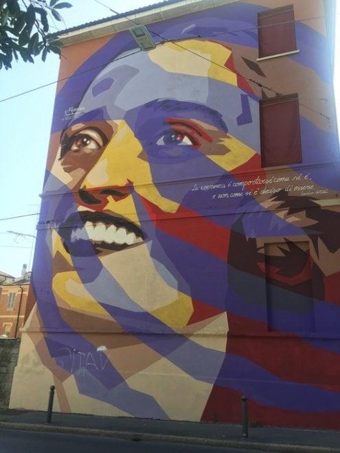 Sfregiato di nuovo il murale di Bologna dedicato a Irma Bandiera