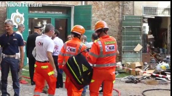 Ferrara: spara a moglie e figlio, dà fuoco alla casa e si uccide