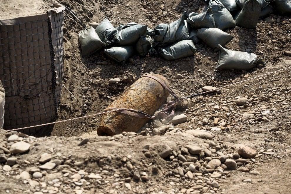 """Esercito, sfollati e """"trincee"""": Bologna, la rimozione della bomba da 500kg"""