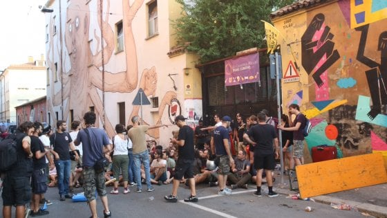 Bologna, sgombero del centro sociale Làbas: scontri con gli attivisti