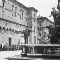 Bologna, svelato il mistero del fotografo fotografato: correva l'anno 1927...