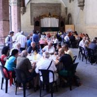 La carità non va in vacanza: pranzo di Ferragosto per 200 poveri a Bologna