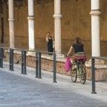 Riccomini boccia  le barriere illuminate  di Strada Maggiore