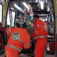 Artigiano al lavoro cade dalla tromba delle scale nel Bolognese