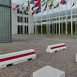 Rimini, barriere in cemento e metal detector al Meeting