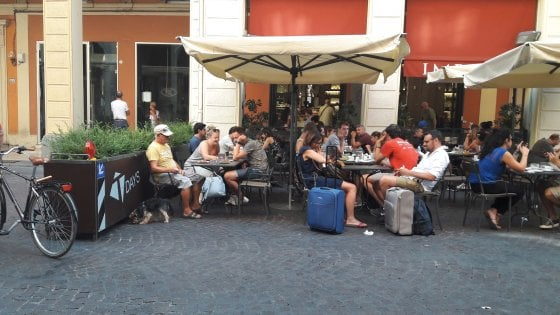 Fioriere anti-Isis a Bologna, le barriere diventano un arredo dei bar