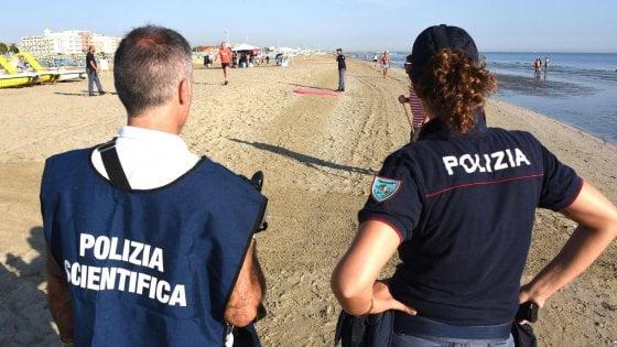 Stupro di gruppo a Rimini, è caccia agli aggressori: ripresi da un video