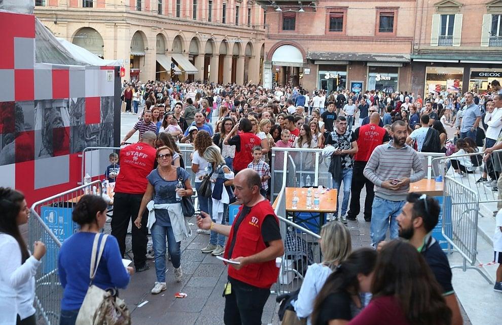 Bologna, code per il concerto in piazza