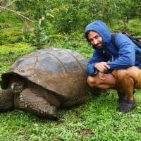 Cinquemila km su una bici di bambù: la battaglia di un biologo italiano contro l'inquinamento plastico
